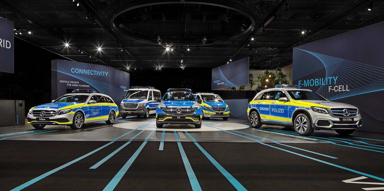 Mercedes EQC, GLC F-Cell und E 300 de in Polizei-Optik