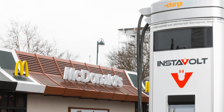 McDonald's plant Schnellladepunkte an UK-Filialen