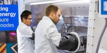 LeydenJar entwickelt Batterieanode aus reinem Silizium