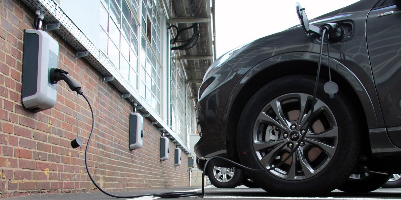 Ford baut 750 Ladepunkte auf Kölner Werksgelände